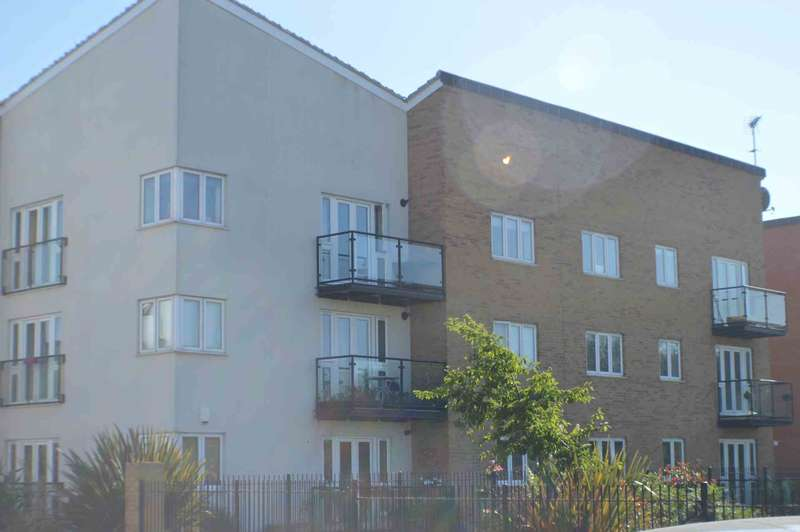2 Bedrooms Apartment Flat for sale in Military Close, Shoeburyness