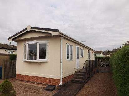 2 Bedrooms Bungalow for sale in Greenacres Park, Adbolton Lane, West Bridgford, Nottingham
