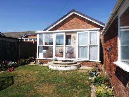 3 Bedrooms Bungalow for sale in Caister-On-Sea, Great Yarmouth, Norfolk