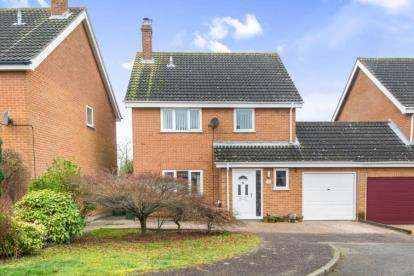 4 Bedrooms Link Detached House for sale in Blofield, Norwich, Norfolk