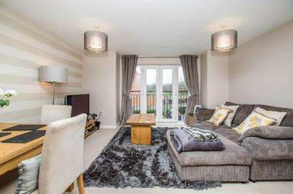 2 Bedrooms Flat for sale in Waggon Road, Leeds, West Yorkshire