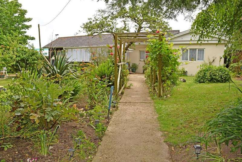 2 Bedrooms Detached Bungalow for sale in Steyne Road, Bembridge, Isle of Wight, PO35 5SL