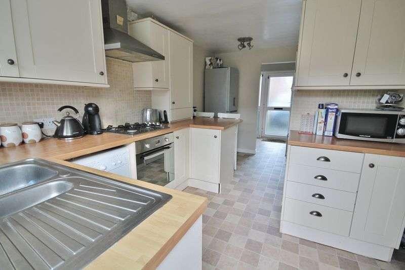3 Bedrooms Terraced House for sale in Ravenscroft, Storrington