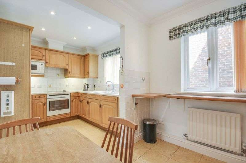 3 Bedrooms Flat for sale in Rustington