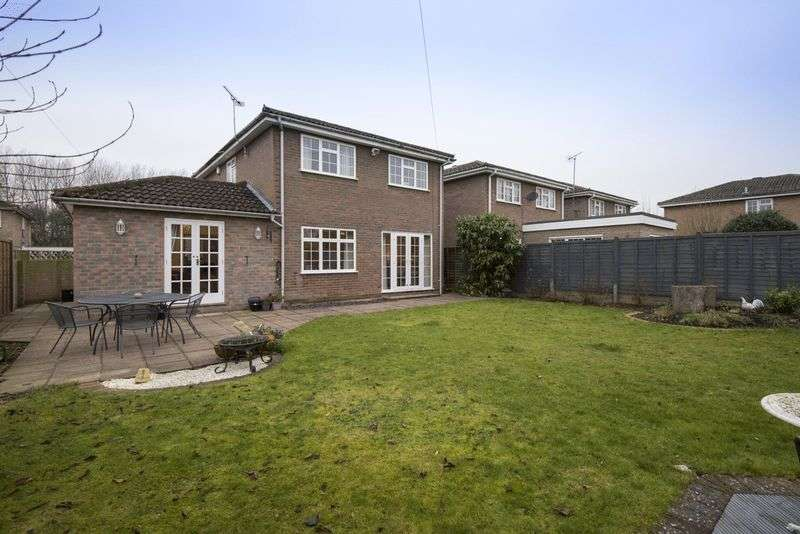 4 Bedrooms Detached House for sale in Eton Close, Slough