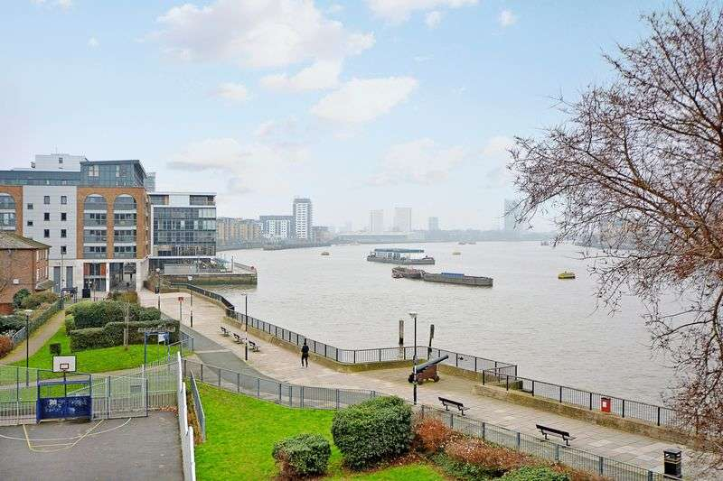 2 Bedrooms Flat for sale in Coltman House, Greenwich, SE10