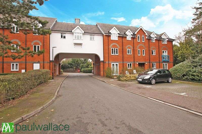 2 Bedrooms Flat for sale in St Cross Court, Hoddesdon