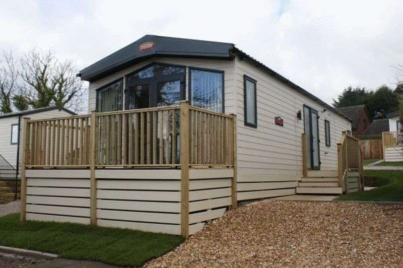 2 Bedrooms Bungalow for sale in Slyne Caravan Park, Bottomdale Road, Slyne, Lancaster, Lancashire, LA2 6BG