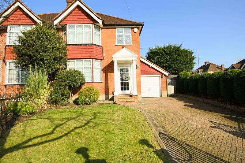 3 Bedrooms Semi Detached House for sale in Roding View, Buckhurst Hill IG9
