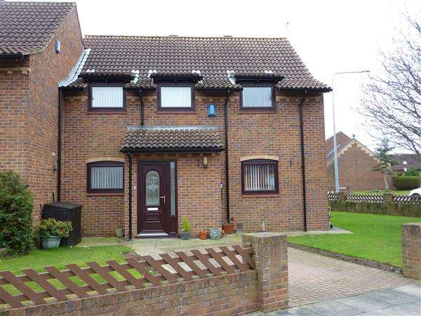 3 Bedrooms Semi Detached House for sale in PETERHOUSE ROAD, GRIMSBY
