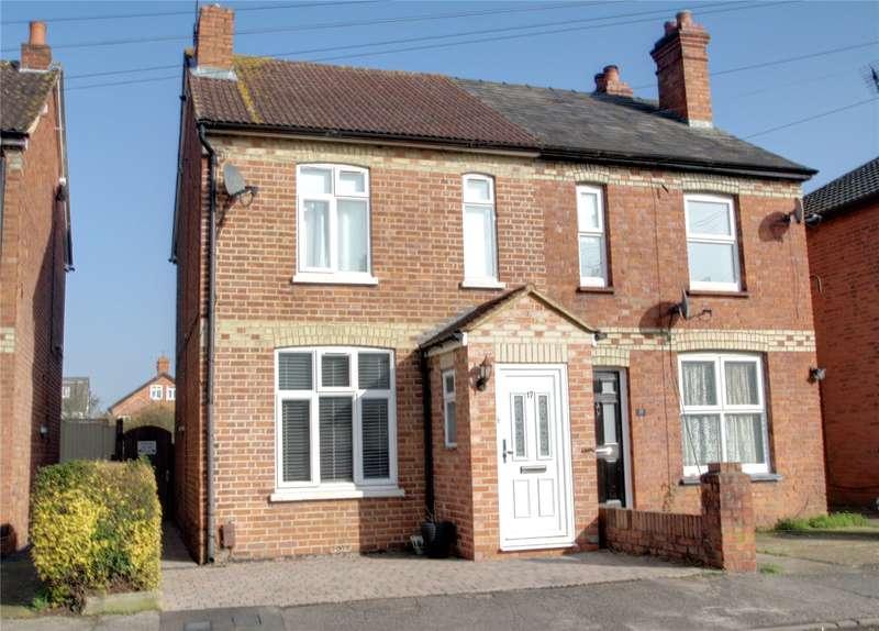 3 Bedrooms Semi Detached House for sale in Mead Lane, Chertsey, Surrey, KT16