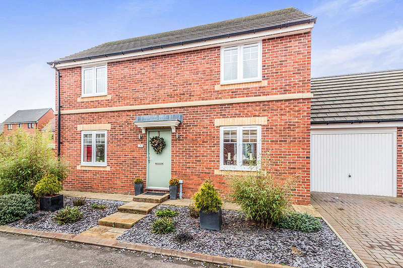 4 Bedrooms Detached House for sale in Hadrian Drive, Blaydon-On-Tyne, NE21