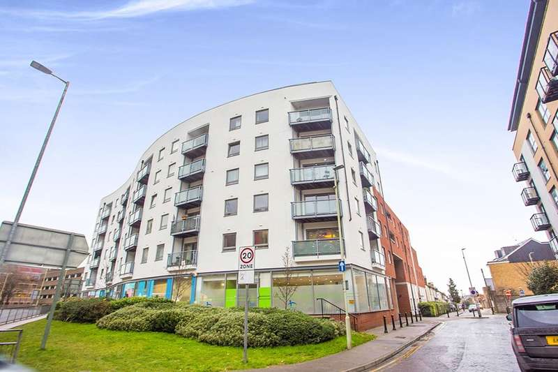 2 Bedrooms Flat for sale in Loates Lane, Watford, WD17