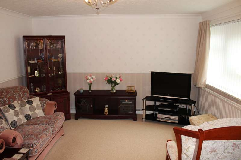 1 Bedroom Flat for sale in Hainsworth Court, Farsley, LS28