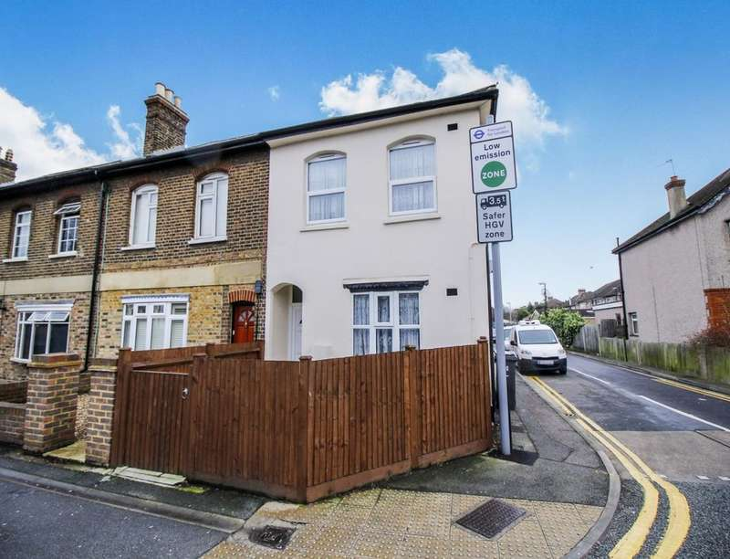 3 Bedrooms Property for sale in Hook Road, Surbiton, KT6