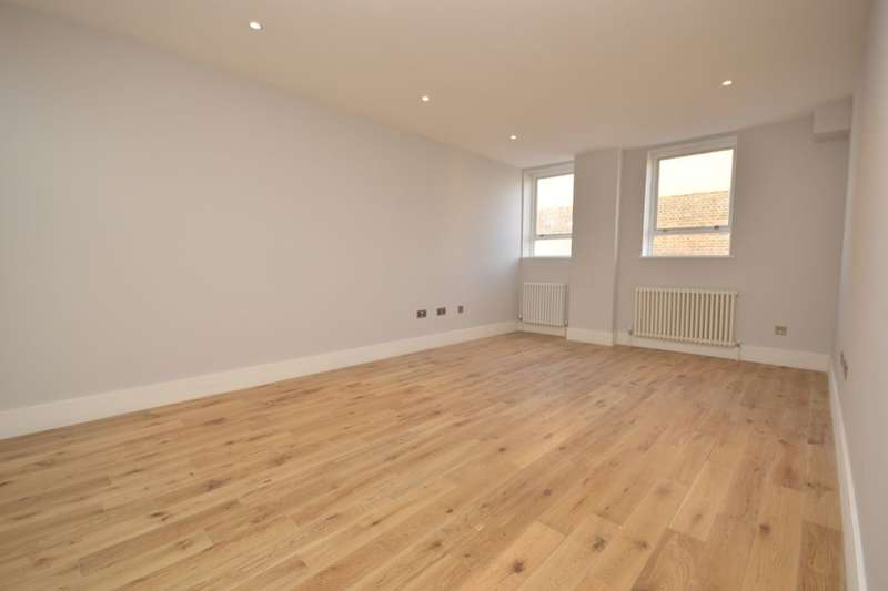 2 Bedrooms Flat for sale in High Street, Whitton, Twickenham, TW2