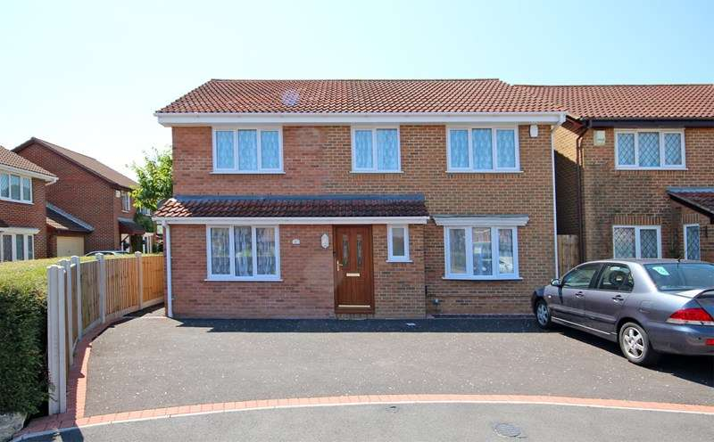 4 Bedrooms Detached House for sale in Hazelton Close, Castledean, Bournemouth