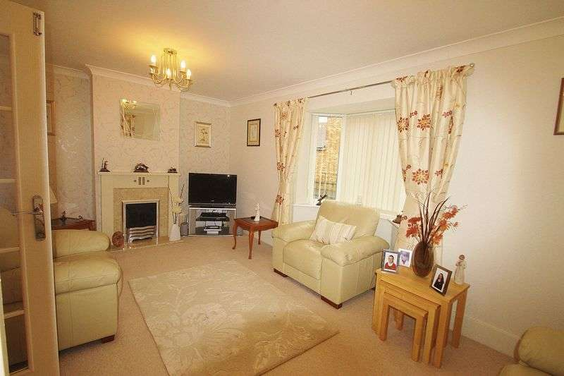3 Bedrooms Semi Detached House for sale in Linnet Gardens, Portishead