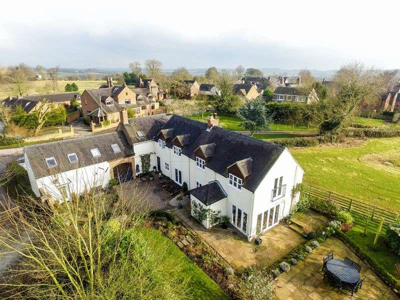 4 Bedrooms Detached House for sale in Main Street, Ashbourne