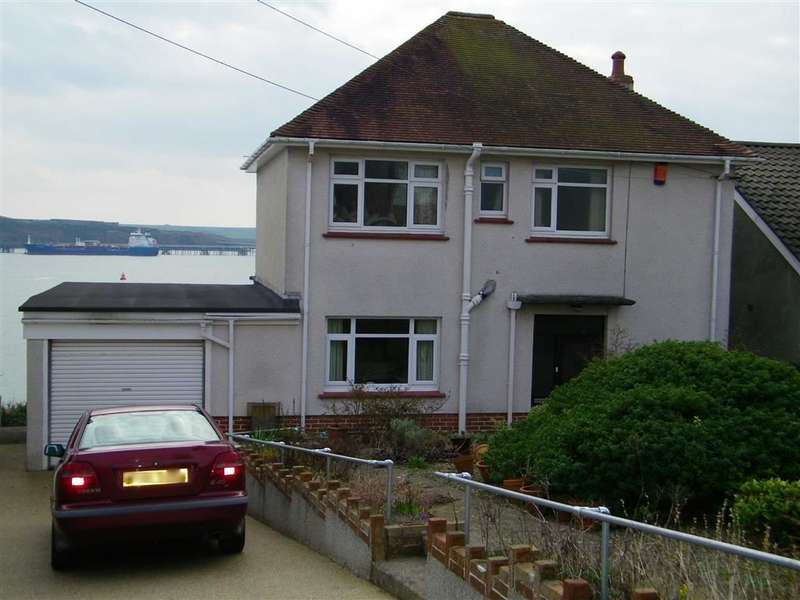 3 Bedrooms Property for sale in Pointfields Crescent, Hakin, Milford Haven