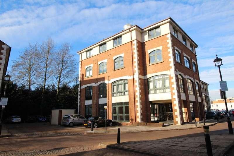 2 Bedrooms Flat for sale in Corner Hall, Hemel Hempstead, HP3