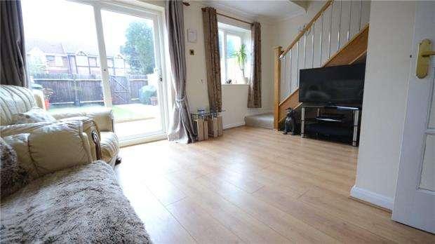 2 Bedrooms Terraced House for sale in Statham Court, Bracknell, Berkshire