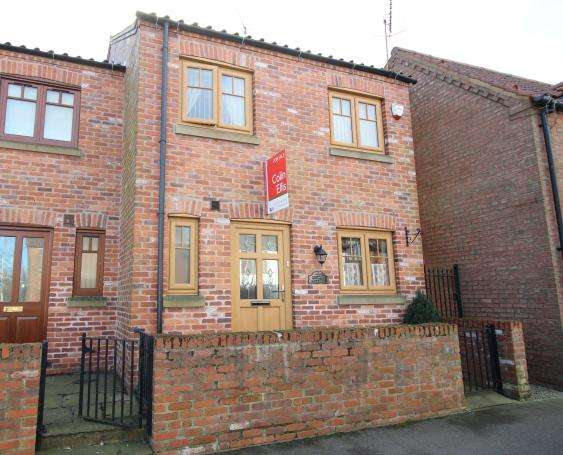3 Bedrooms Cottage House for sale in Main Street, Staxton, North Yorkshire YO12 4TA