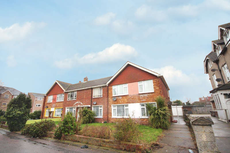 2 Bedrooms Apartment Flat for sale in Catherine May Court, Clacton-On-Sea
