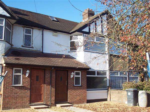 2 Bedrooms Terraced House for sale in Mildenhall Road, Slough