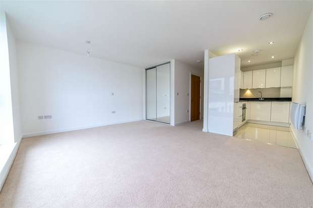 Flat for rent in Davaar House, Prospect Place, Cardiff Bay, Cardiff