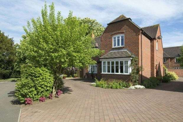 4 Bedrooms Detached House for sale in Southam Road, Radford Semele, Leamington Spa, Warwickshire