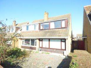 3 Bedrooms Semi Detached House for sale in Weavers Way, Ashford, Kent, England