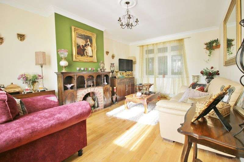 4 Bedrooms Property for sale in The Fairway, Southgate London N14