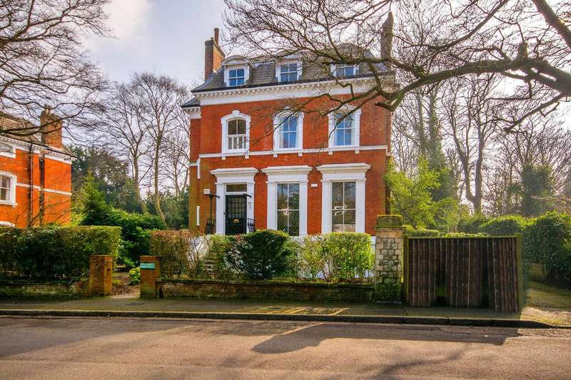 2 Bedrooms Flat for sale in Crescent Wood Road, Sydenham Hill, SE26