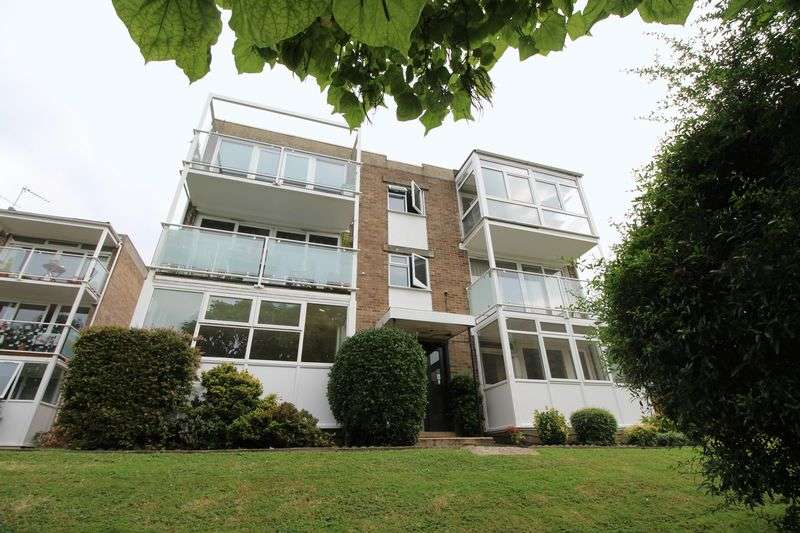 2 Bedrooms Flat for sale in Averil Grove, Gibsons Hill SW16