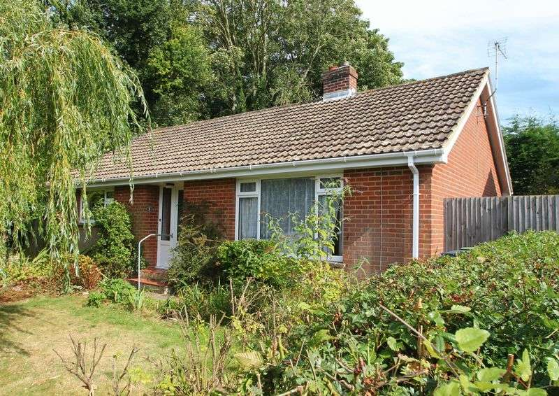 2 Bedrooms Detached Bungalow for sale in Canterbury