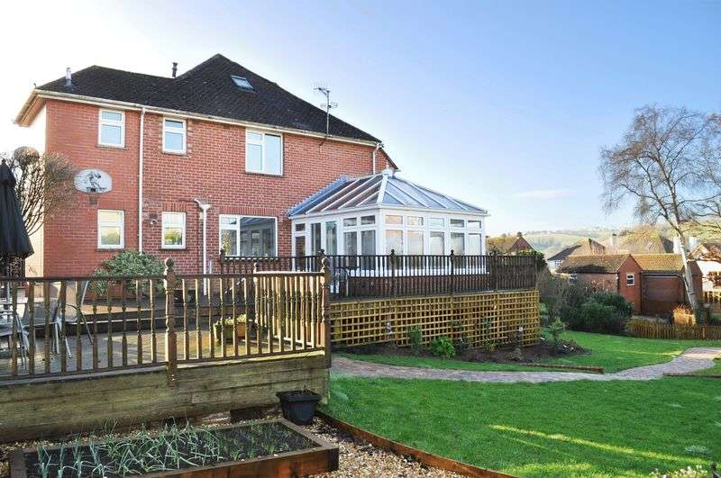 5 Bedrooms Detached House for sale in Cowley