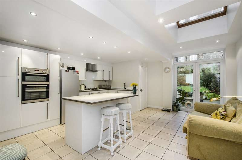 4 Bedrooms Terraced House for sale in Hannington Road, Clapham, London, SW4