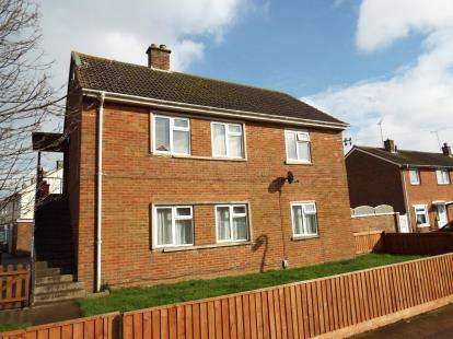 2 Bedrooms Maisonette Flat for sale in Lacock Road, Swindon, Wiltshire
