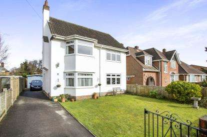 2 Bedrooms Detached House for sale in Poole, Dorset
