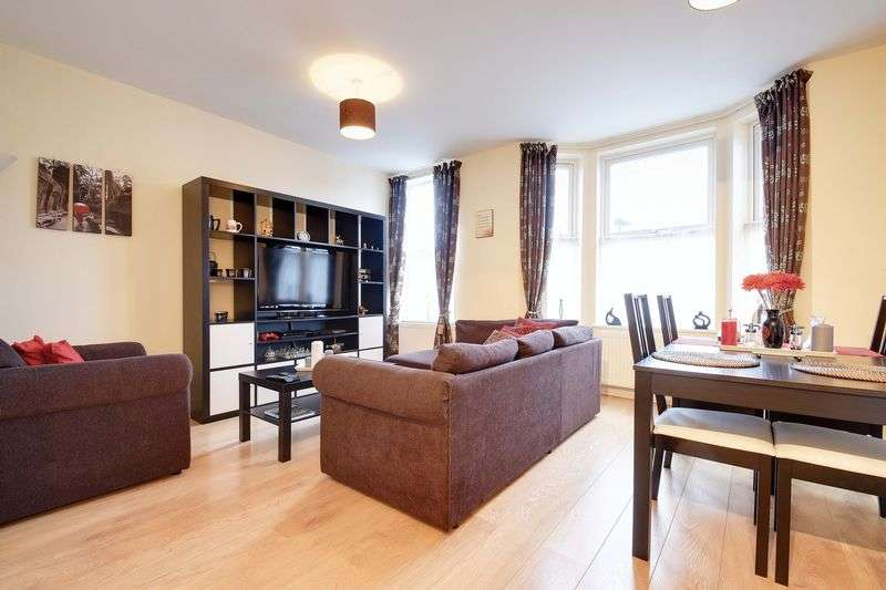 3 Bedrooms Flat for sale in Forest Road, Freezywater,