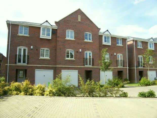 4 Bedrooms Semi Detached House for sale in Henry Bird Court, Southbridge, Northampton