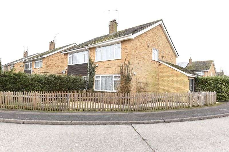 3 Bedrooms Semi Detached House for sale in Volunteer Road Theale