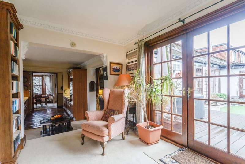 6 Bedrooms Maisonette Flat for sale in Summerlands Avenue, Poet's Corner, W3