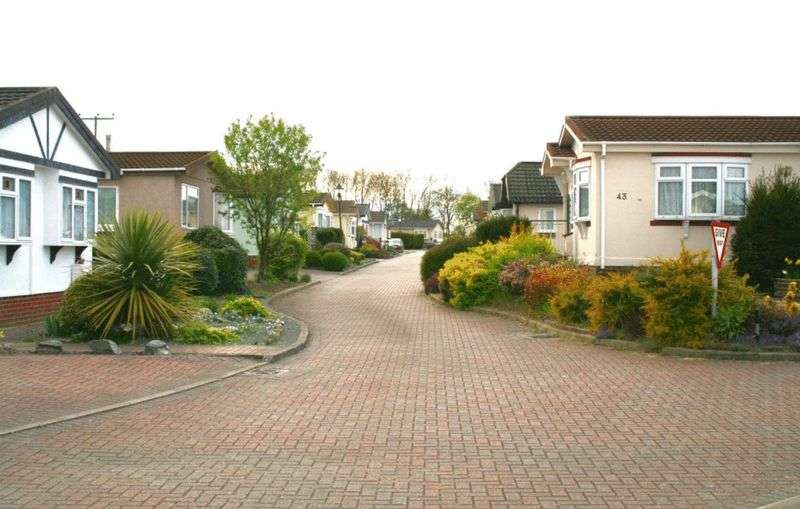 2 Bedrooms Property for sale in Clifton Park, New Road, Shefford