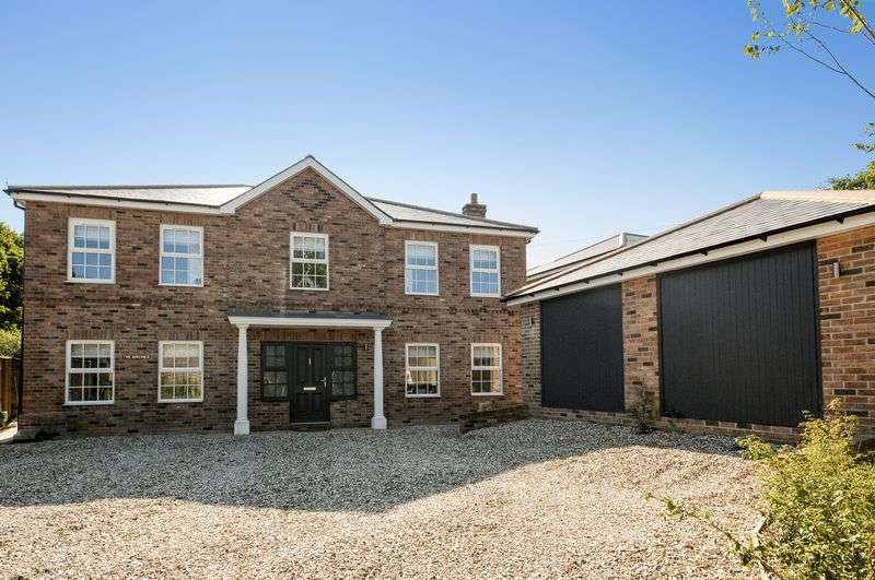 4 Bedrooms Detached House for sale in Sandy Lane, Pamber Heath
