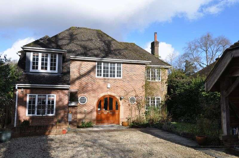 5 Bedrooms Detached House for sale in 5 Bedroom Detached Finished To A High Standard