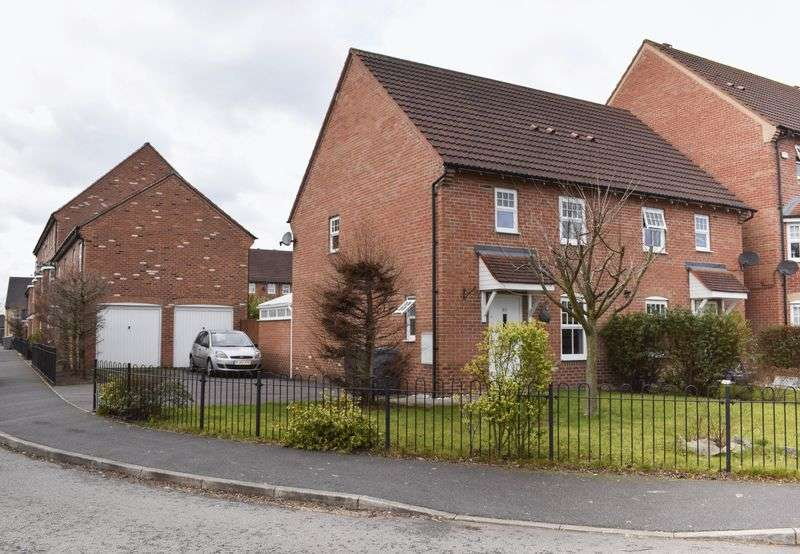 3 Bedrooms Semi Detached House for sale in Templeton Drive, Warrington