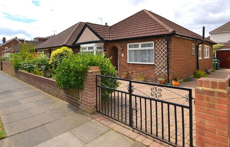 2 Bedrooms Detached House for sale in Staines