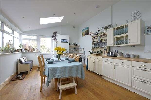 3 Bedrooms End Of Terrace House for sale in Avenue Terrace, Stonehouse, Gloucestershire, GL10 3RE
